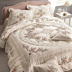 couvre lit brod acheter ce produit au meilleur prix. Black Bedroom Furniture Sets. Home Design Ideas