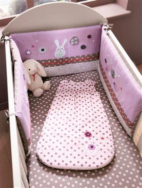 Tour de lit brode bebe chambre fleurettes vertbaudet for Vertbaudet chambre bebe
