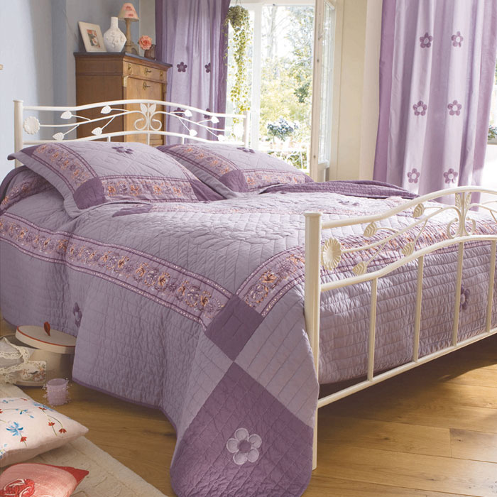 couvre lit 1 personne 170 x 240 cm sylvaine lilas acheter ce produit au meilleur prix. Black Bedroom Furniture Sets. Home Design Ideas
