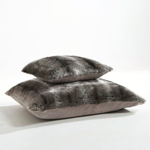 Housse de coussin fausse fourrure roudoudou coloris gris - Housse de coussin fausse fourrure ...