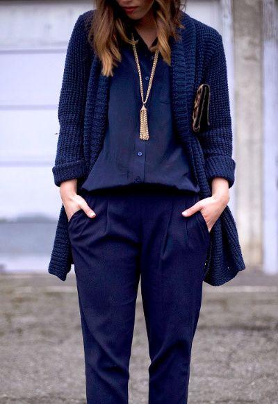 Comment mettre un peu de couleur dans vos tenues pour - Quelle couleur avec pantalon bleu marine ...