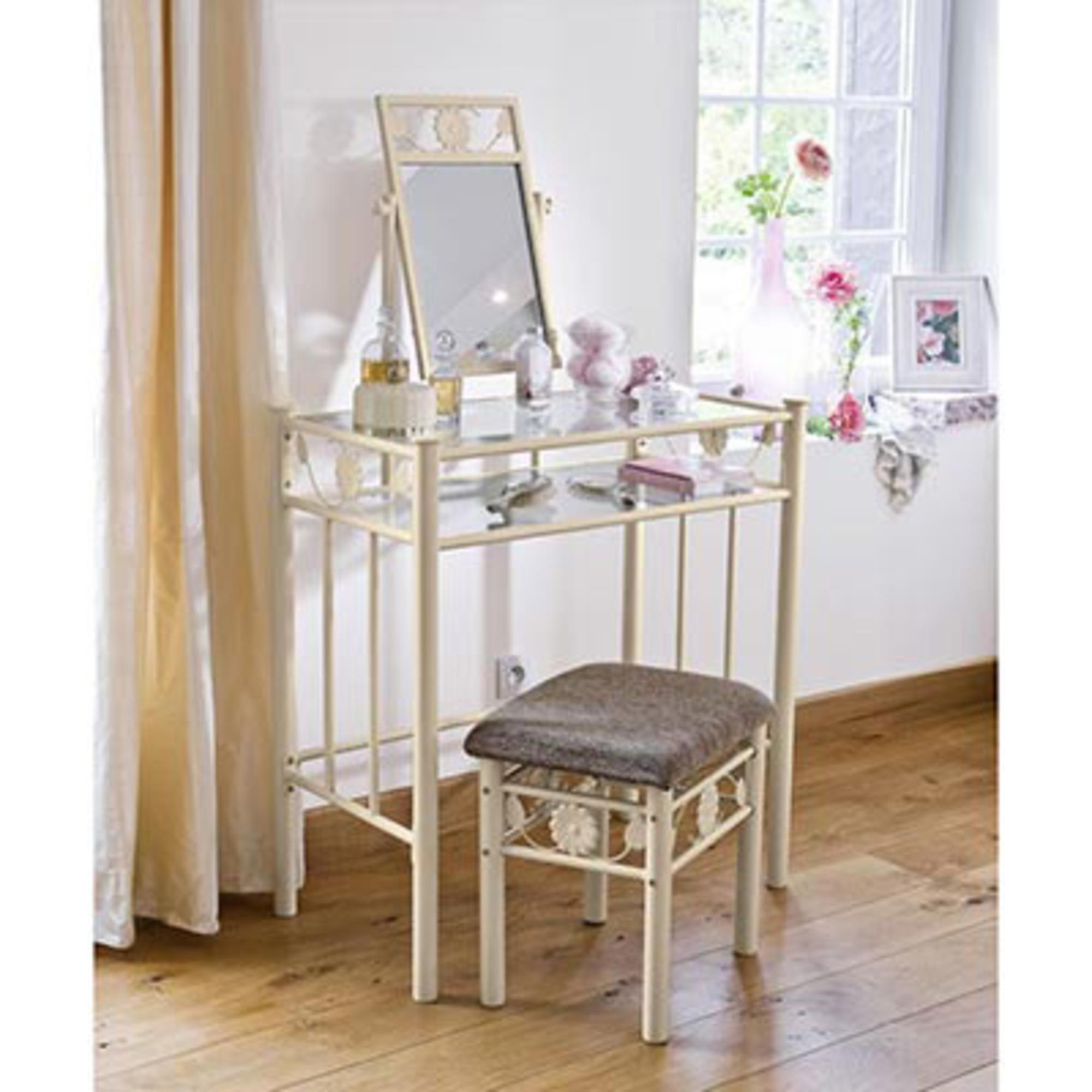 fabriquer une coiffeuse en bois free une vieille machine coudre dont on ne sait que faire voici. Black Bedroom Furniture Sets. Home Design Ideas
