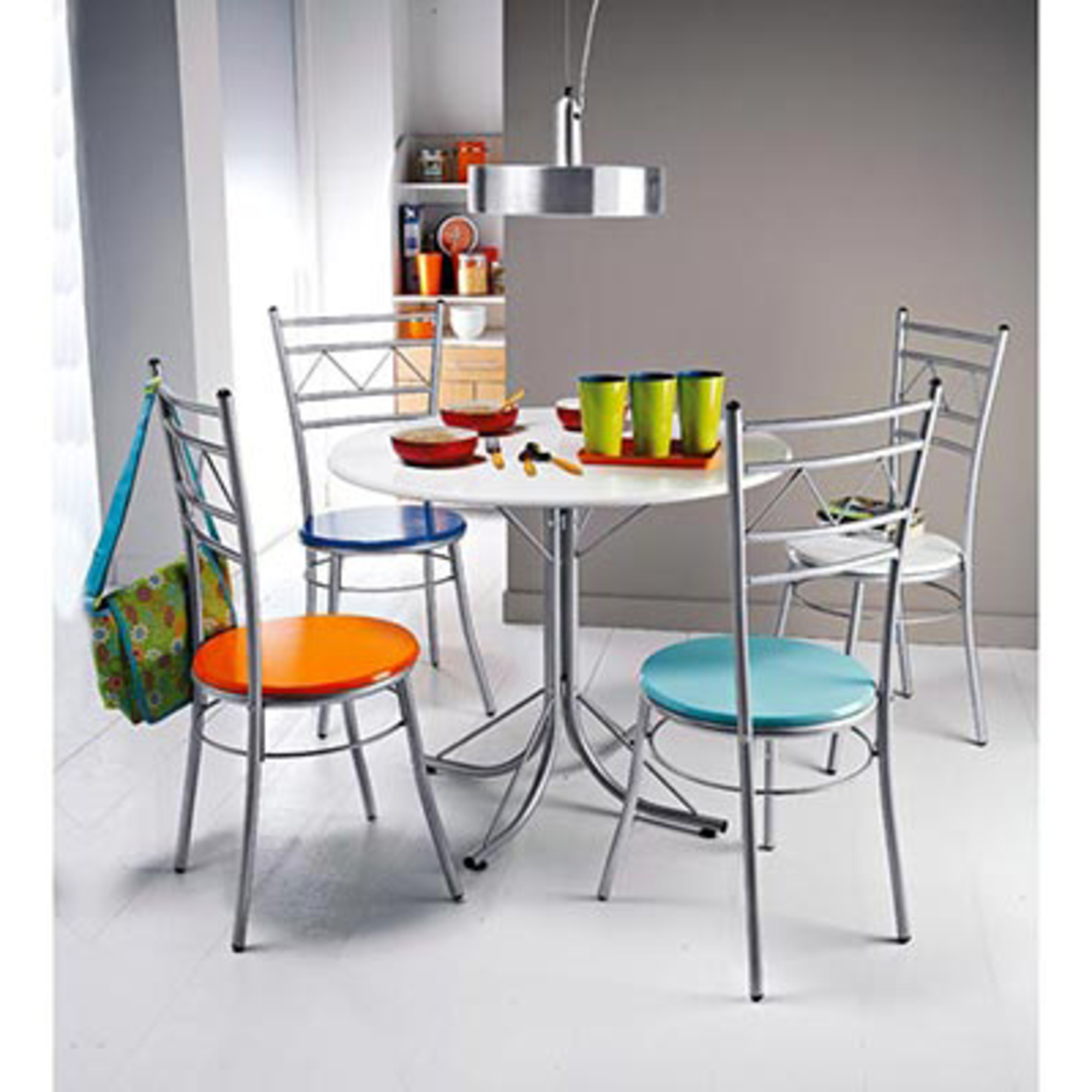 table ronde 4 chaises cocktail multicolore anniversaire 40 ans acheter ce produit au. Black Bedroom Furniture Sets. Home Design Ideas