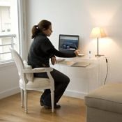 bureau console en plexiglass hauteur 76 4 cm first. Black Bedroom Furniture Sets. Home Design Ideas