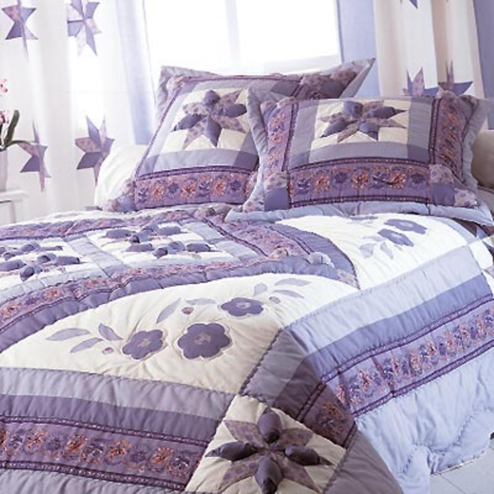 couvre lit 240 x 260 cm flora violet acheter ce produit au meilleur prix. Black Bedroom Furniture Sets. Home Design Ideas