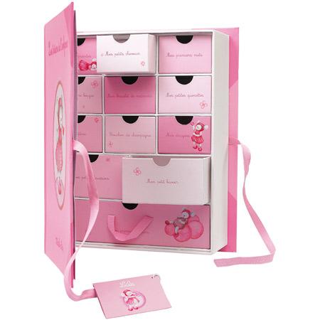 coffret naissance lila acheter ce produit au meilleur prix. Black Bedroom Furniture Sets. Home Design Ideas