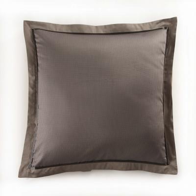 taie d 39 oreiller en satin gatsby vison 50x75 acheter ce produit au meilleur prix. Black Bedroom Furniture Sets. Home Design Ideas