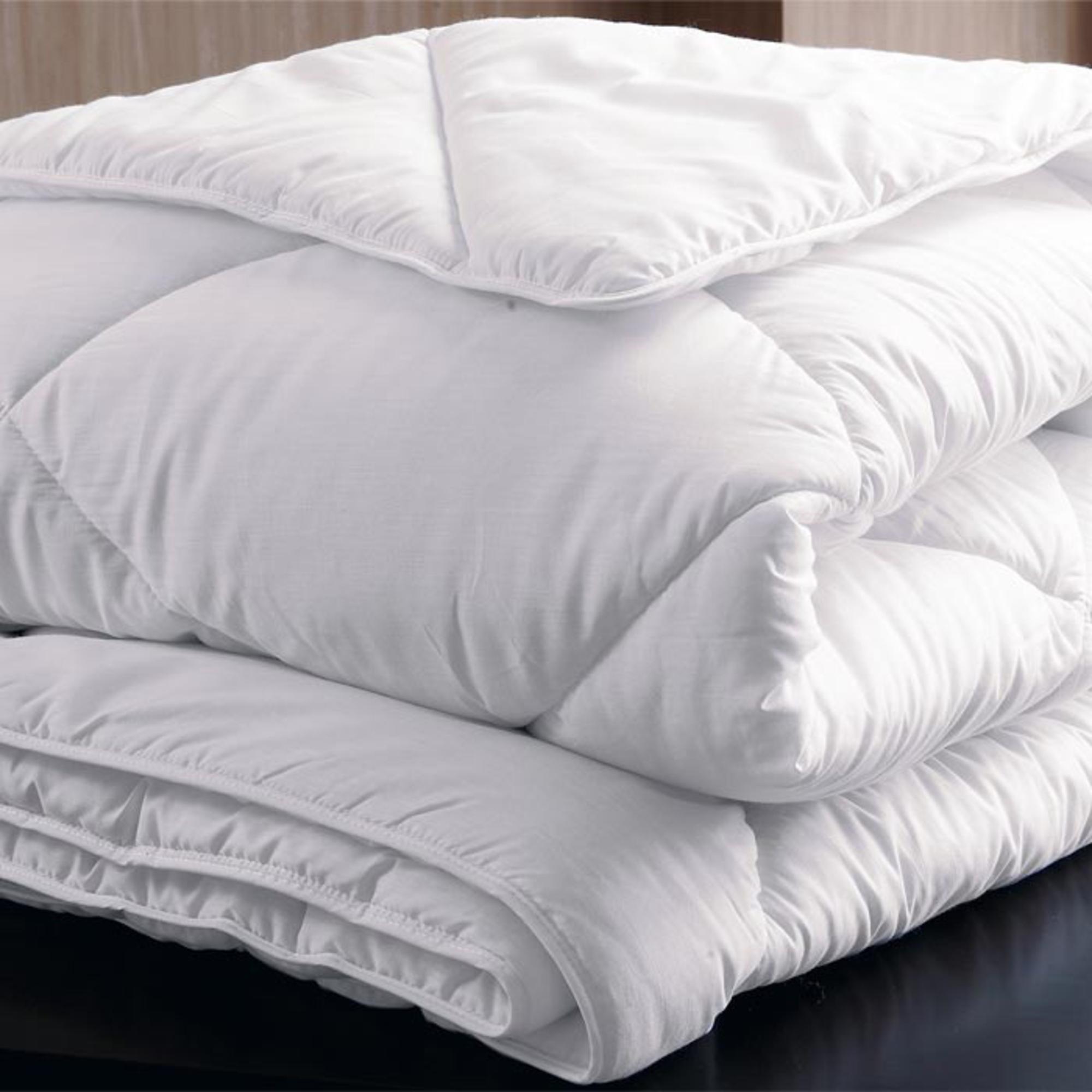 couette simple mi saison 350 g m2 a gis sant 200 x 200 frais de traitement de commande. Black Bedroom Furniture Sets. Home Design Ideas