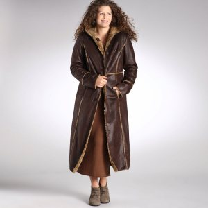 Manteau long femme en peau retournee