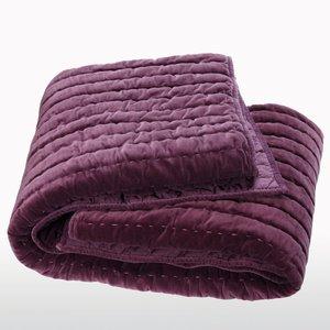 boutis velours lupin 4 tailles acheter ce produit au meilleur prix. Black Bedroom Furniture Sets. Home Design Ideas