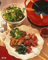 Fondue bourguignonne toutes les recettes et conseils de - Astuce pour une raclette originale ...