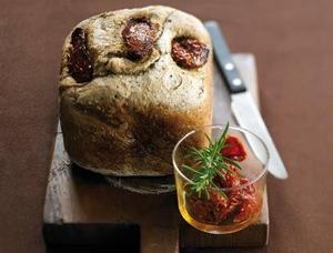 pain aux herbes et tomates