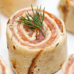 Crêpes fourrées au saumon et à l'aneth