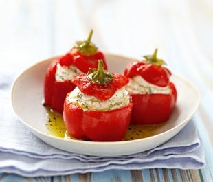 Petits poivrons farcis au fromage frais et aux olives