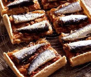 Tarte à la fondue d'oignons aux sardines