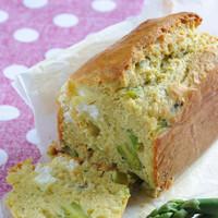 Cake au fromage de chèvre et aux asperges vertes