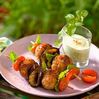 Boulettes grillées, sauce au yaourt