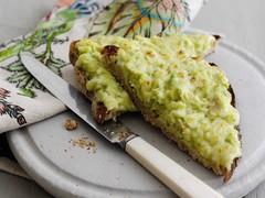 Toast avocat-fromage
