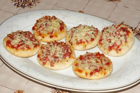 Mini pizzas maison toutes les recettes et conseils de cuisine - Pizza maison idee ...