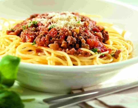 Spaghetti bolognaise et fromage râpé